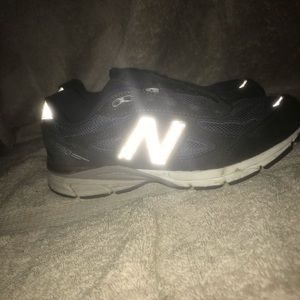 Boys/Girls navy 990 New balance